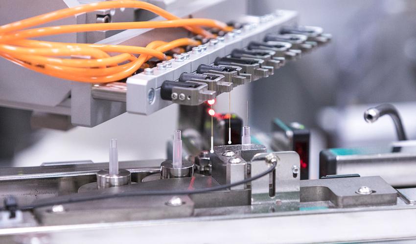 Automatisoitu tuotantoyksikkö lääkinnällisille laitteille
